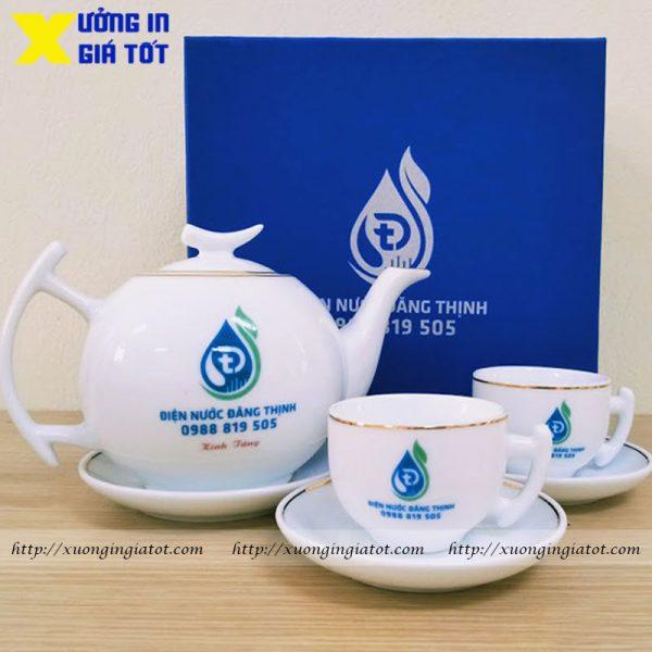 Bộ ấm chén trắng kẻ vàng in logo Đăng Thịnh