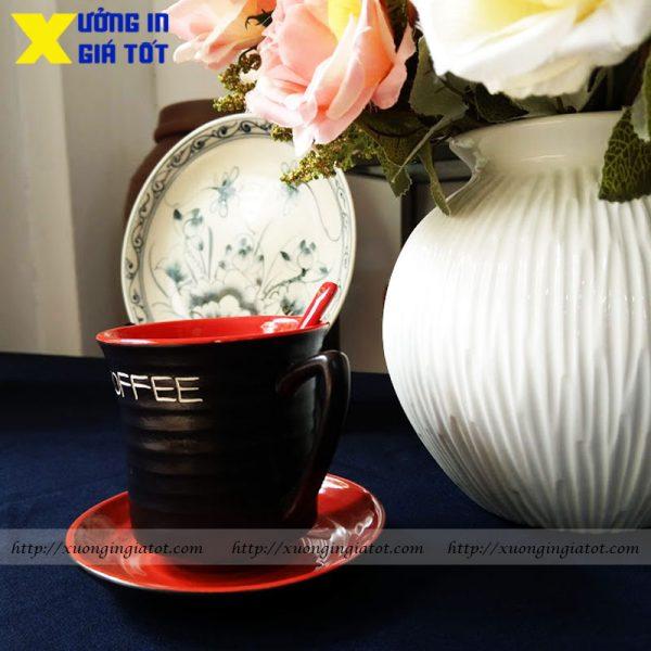 Tách cà phê Latte men mát lòng đỏ